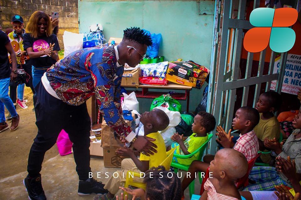 Tenor donne du sourire aux orphelins